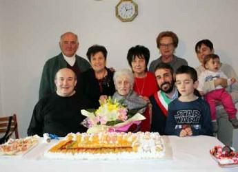 Cotignola. La super nonna Iolanda Miserocchi ha compiuto 100 anni, gli auguri del sindaco Luca Piovaccari.