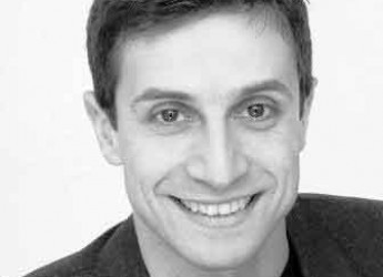 Gatteo. 'Storie di carta'. L'istrionico attore Paolo Summaria legge per i bambini i racconti di Gianni Rodari.