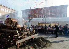 Cotignola. Il Natale si scalda con 'E trèb in piàza', il grande fuoco acceso in piazza.