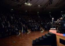Rimini. Gran gala delle musica. Banca Carim ha donato 6mila kit salvavita a Save the Children.