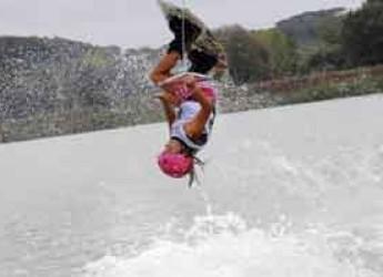 Cattolica. Sport. La stella del wakeboard mondiale Claudia Pagnini premiata in Municipio.
