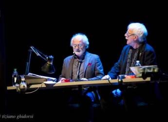 Rimini. I grandi delle comicità, Gino e Michele, sul palco degli Atti con 'passati col rosso'.