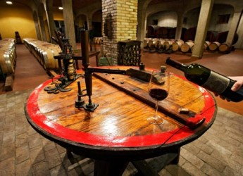 Dozza. Gusto. Il Gutturnio dei colli piacentini alla Rocca di Dozza, vino simbolo dell'enologia piacentina.