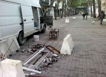 Riccione. Progetto di manutenzione stradale in viale Ceccarini per migliorare il deflusso delle acque piovane.