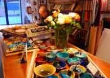 Lugo. Alla Clessidra – Arte e Cornice un'esposizione di ceramiche eseguite da artisti locali.