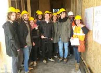 Rimini. I futuri geometri del Belluzzi in visita al cantiere della nuova materna XX Settembre.