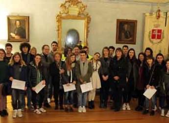 Bassa Romagna. Premiati i Volontari all'arrembaggio, giovani che si dedicano al volontariato e all'associazionismo.