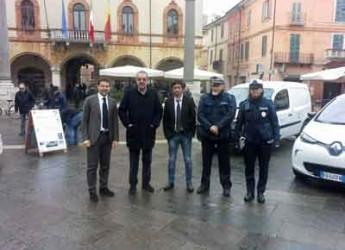 Ravenna. Presentate in Piazza del Popolo le nuove auto elettriche che rispettano l'ambiente.