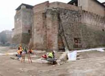 Rimini. Scavi Piazza Malatesta. Dai lavori i primi risultati, rinvenuto il muro di controscarpa.