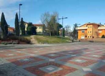 Riccione. Conclusi i lavori di sistemazione dell'arredo e del verde in Piazza San Lorenzo.