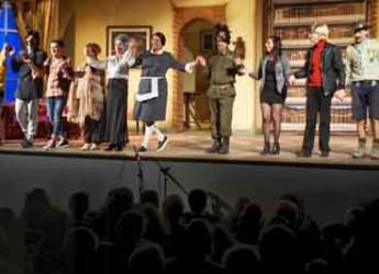 Saludecio. Al Teatro Verdi la commedia dialettale 'A un tir de schiop' della compagnia Il Guitto.