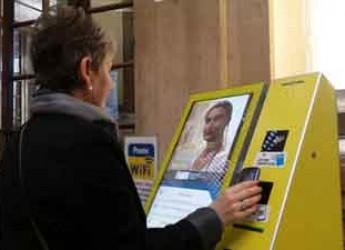 Forlì. Poste Italiane. Con il tablet si potrà prenotare il ticket scaricando l'apposita app.