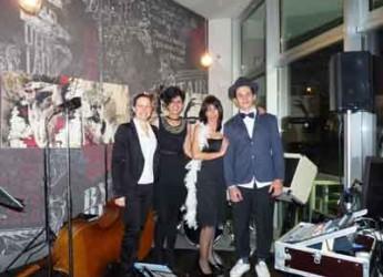 San Mauro Pascoli. Burlesque, sfilata di moda e buffet a Cantiere Donna Cucina Caffè.
