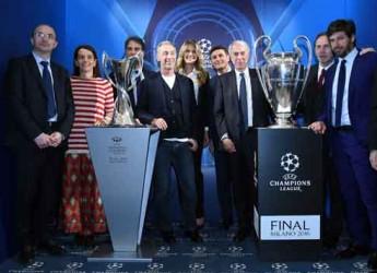 Milano. La città ha accolto un'esposizione dei trofei delle Champions League.