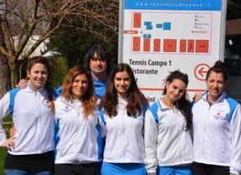 Faenza. Tennis. Le ragazze del Tennis Club prime in classifica dopo aver espugnato il campo di Bologna.
