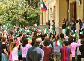 Lugo. Sventolar di 'tricolore' alla scuola Garibaldi in ricordo della strage di Capaci.