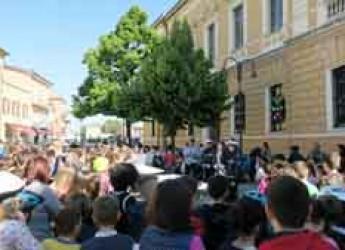 Santarcangelo. Educazione stradale, 168 studenti delle scuole elementari in bici in piazza Ganganelli.