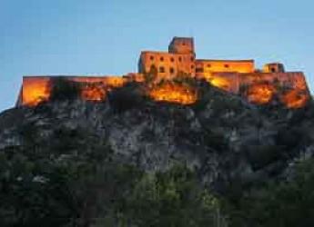SAn Leo. Un viaggio alla scoperta delle rocche di Urbino, Montefiore Conca, Verucchio e San Leo.