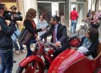 Lugo. Una troupe di La7 in visita in città. Il sindaco Ranalli fa da 'cicerone'.