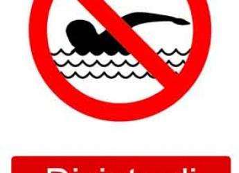 Ravenna. Lido di Savio. Divieto di balneazione in un tratto di spiaggia per motivi igienico sanitari.