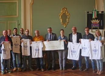 Cesena. Assegno gigante per l'epilogo della scarpinata solidale 2016. Raccolti 8000 euro.