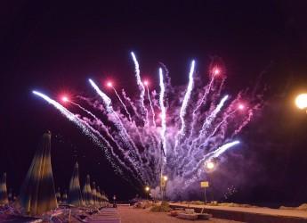 Gatteo Mare. Capodanno d'estate: Notte Rosa. Concerti, partita e 25 specialità dal mondo.
