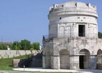 Ravenna. Mausoleo di Teodorico. Elena Bucci e Chiara Muti: 'streghe' per Shakespeare.