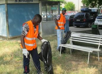 Cervia. I richiedenti asilo impegati per pulire parchi e aree pubbliche.