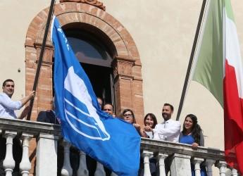 Ravenna. Da oggi la Bandiera Blu sventola dal municipio ai nove lidi.