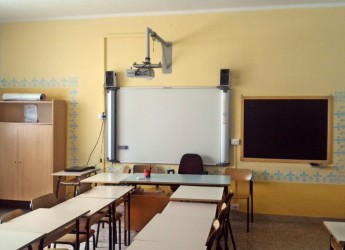 """Lugo, terminati i lavori di ritinteggiatura della scuola media """"Francesco Baracca""""."""
