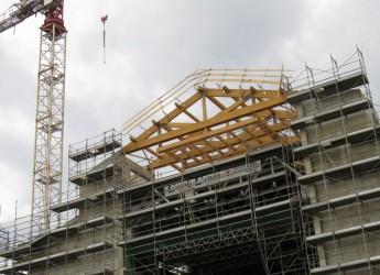 Rimini, montate le capriate prende forma il nuovo tetto del Teatro Galli