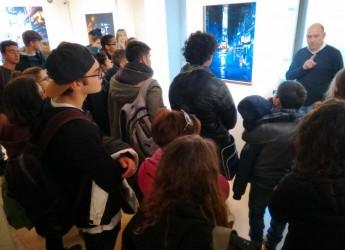 Riccione, proseguono a Villa Mussolini i laboratori artistici del pittore Davide Frisoni con i ragazzi delle scuole