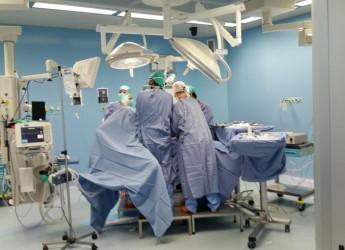 Ospedale di Cattolica: perfettamente riusciti gli interventi alla spalla. Trasmessi in diretta a Nuova Delhi.