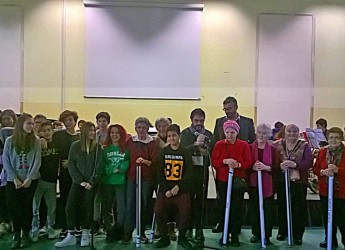 Cesena, Gli anziani del centro La Fiorita regalano 16 carte geografiche alla scuola Plauto per ringraziare dell'ospitalità