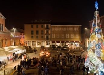 Emilia Romagna. Cotignola: si accende il Natale, con 'E' trèb in piàza'. Tre giorni di musica, spettacoli e immaginazione. E il grande falò in piazza.