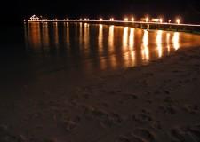 Emilia Romagna. A Rimini, spiaggia illuminata di notte. Incontro in Comune con gli operatori balneari.