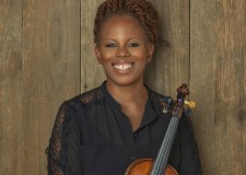 Ferrara in Jazz 2016 – 2017. Sul palco: il violino jazz di Regina Carter per il 'Simply Ella'.