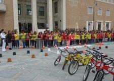 Emilia Romagna. Ravenna: tanti bimbi in piazza Kennedy per un percorso non competitivo in bici.