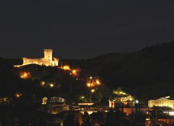 Notte romantica nei bei borghi d'Italia. L'idea nata dall'esperienza decennale di 'Brisighella romantica'.