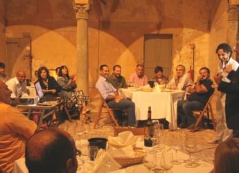 Dozza. In arrivo il Centesimino, autoctono romagnolo.Un'altra sera d'estate nel chiostro della Rocca.