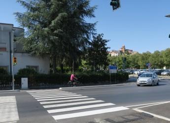 Santarcangelo d/R. Via Emilia, il primo dei due nuovi semafori per l'attraversamento pedonale.