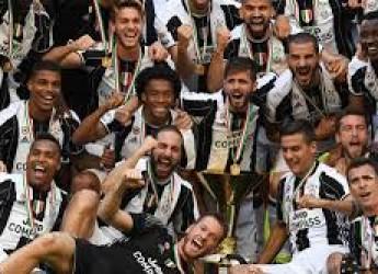 Non solo sport. Napoli e Milan avanti tutta.Riparte la Serie A, verso l' alto. Quanto in alto? Sosta auto e moto.