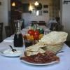 Rimini street food: Franco Pepe, re della pizza, con un originale ricetta di piadina romagnola.