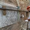 Rimini.'Tiberio – comparto 4 – Canale': sopralluogo al cantiere; in restauro l'epigrafe del 1751.