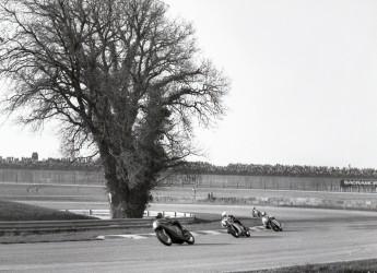 Misano Adriatico. Motociclismo vintage: foto storiche e video a braccetto con moto leggendarie.