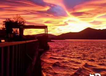 Ambiente.Il tramonto di domenica 29? Un raro connubio tra nubi di tipo lenticolare ed effetti ottici.