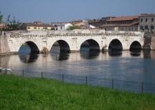 Rimini. Tiberio 3: completamento della nuova 'piazza sull'Acqua'. Nel bacino del ponte di Tiberio.