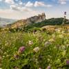 San Leo. Secondo Skyscanner è ora fra i 20 paesi ( sotto i 35 mila abitanti) più belli d'Italia.