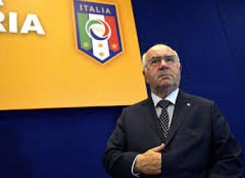 Non solo sport. Stanno uccidendo il calcio italiano? Marquez ' sei' volte, Dovi un eroe. Ma la 'rossa' c'è.