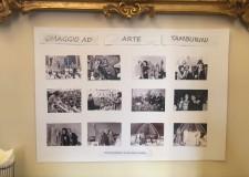Faenza. A mezzanotte, brindisi sotto la Torre dell'orologio. Al bar Bellini una mostra per Arte Tamburini.